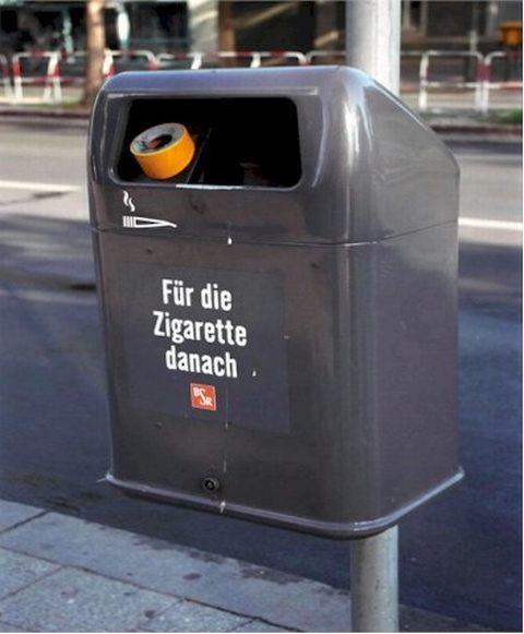 设置在路旁的垃圾箱
