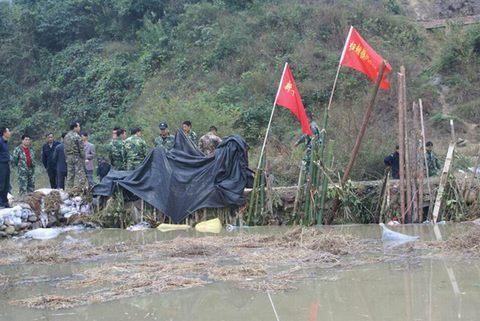 河流被污染简笔画 被污染的河流儿童画 被污染的河流