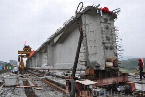 广西博白南流江大桥成功合拢图片
