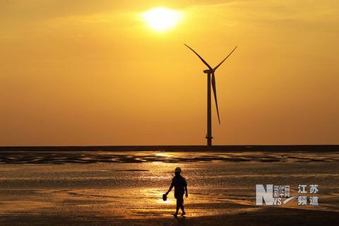 龙源振华海洋工程有限公司施工人员在进行海上风电