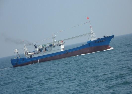 """水利新闻9M.^""""Wu@,{ iFX-`9Pv)M0近日,石岛支队验船师顺利完成由山东百步亭船业有限公司新建的BC8306型冷冻鱿鱼钓渔船荣远渔168/169的航行试验。该船总长48.58米,型宽8.0米,型深4.2米,设计吃水3.3米,排水量716.648吨。 Zf@A.P}L y}0 水利新闻9Dn6W,X5?0"""