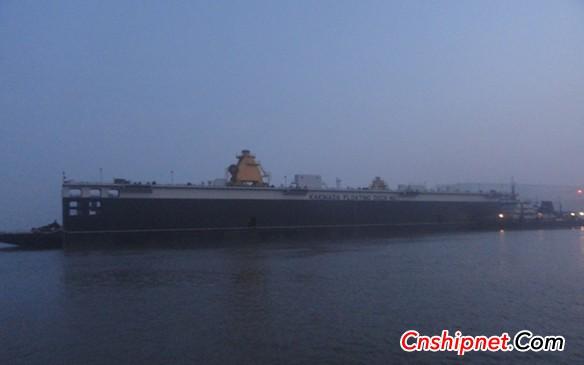 江苏海通海洋工程装备有限公司建造的13500吨举