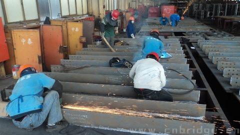 涡河三桥项目钢结构施工现场如火如荼