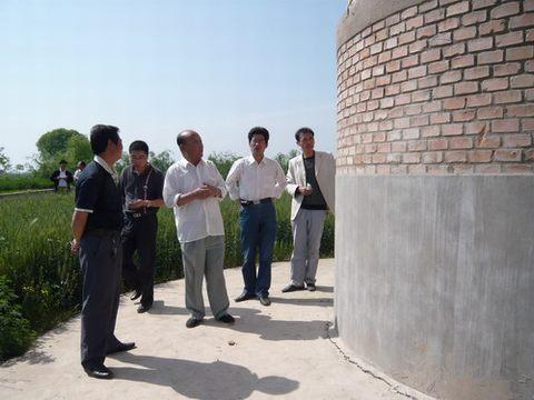 西部建筑抗震勘察设计研究院资深抗震专家在咸阳查看水塔受损情况