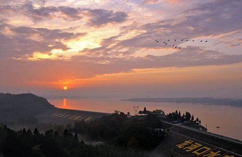 江淮明珠——记安徽龙河口水库万佛湖水利风景区