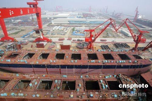 6月3日,随着长兴造船基地一期提前竣工,中国最大造船基地在长兴岛诞生。中新社发汤彦俊摄