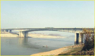 高速公路钢构桥面结构图